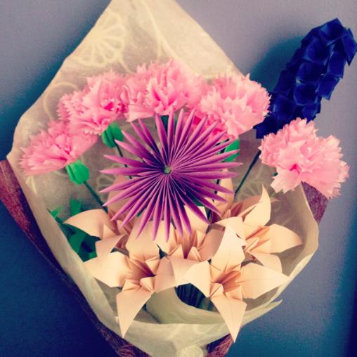 Origami flowers.  Aww.